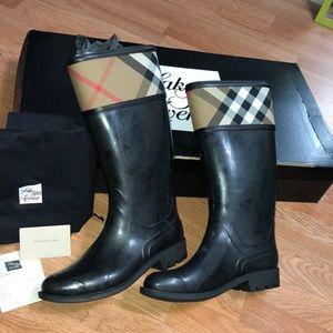 BNWT Burberry crosshill check rain boots